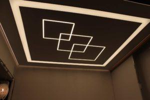 световые лини на натяжных потолках фото